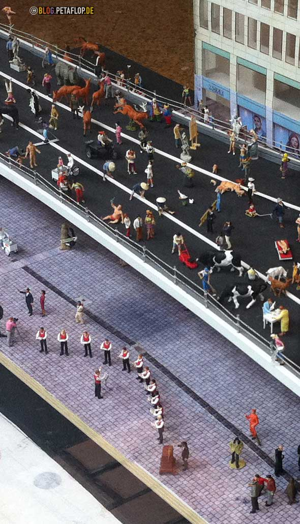 Düsseldorfer Tausendfüßler - Modell Detailansicht