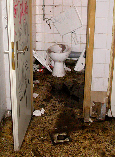 Silvester new year's eve 2006 Berlin Club Rio toilet 2