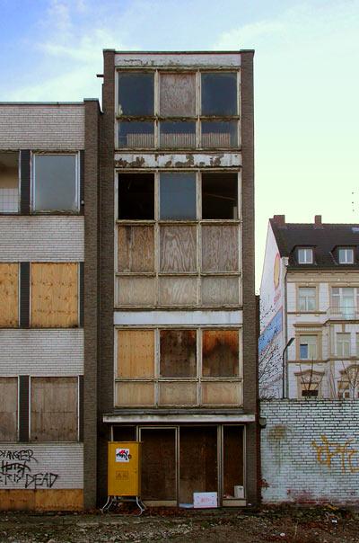 Abrisshaus - condemned house - Schirmerstrasse Düsseldorf