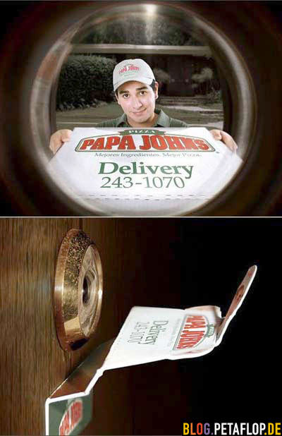 Pizza-Flyer vor Türspion peep hole pizza flyer sticker
