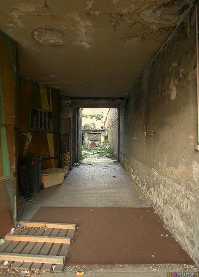 backyard driveway / Einfahrt Hinterhof Klosterstrasse 140, Worringer Platz, Düsseldorf, Dusseldorf, gateway doorway