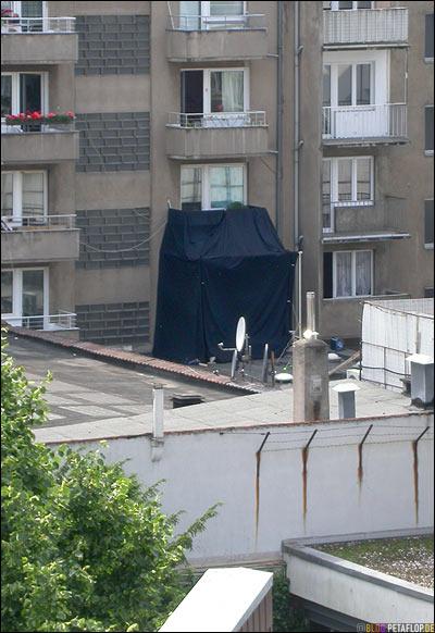 Balkon-Burka-balcony-burqa-Filmdreh-Hardcover-Koelner-Strasse-Duesseldorf-verdunkelte-Wohnung