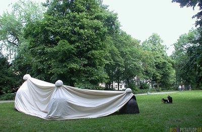 Manolo-Valdes-Las-Meninas-Skulpturen-Sculptures-Duesseldorf-Hofgarten-noch-verhuellt-DSCN6944