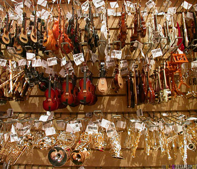 Musikinstrumente-Christbaumkugeln-Christmas-baubles-Weihnachtsbaumkugeln-Christmas-tree-musical-instruments-Christmas-Shop-Weihnachtsladen-Montreal-Canada-Kanada-DSCN7419.jpg