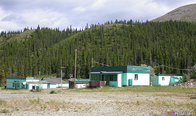abandoned-Cafe-Motel-verlassene-Raststaette-Summit-Lake-Alaska-Highway-British-Columbia-Canada-Kanada-DSCN0091.jpg