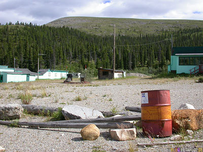 abandoned-Cafe-Motel-verlassene-Raststaette-Summit-Lake-Alaska-Highway-British-Columbia-Canada-Kanada-DSCN0095.jpg