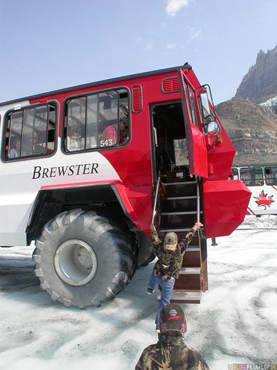 Brewster-Bus-Tour-Trip-on-Athabasca-Glacier-Gletscher-Columbia-Icefield-Jasper-National-Park-Rocky-Mountains-Alberta-Canada-Kanada-DSCN9562.jpg