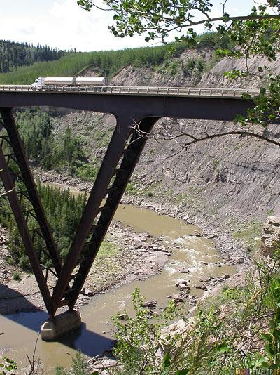 Chrome-Truck-Chrom-Tanklaster-Kiskatinaw-River-Bridge-Bruecke-British-Columbia-Canada-Kanada-DSCN0047.jpg