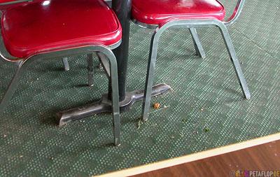 dirty-Floor-verdreckter-dreckiger-Teppich-Boden-Chinese-Restaurant-Cafe-chinesisches-Wildwood-Alberta-Canada-Kanada-DSCN9809.jpg
