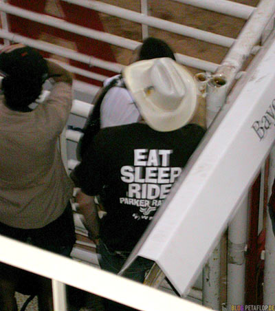 Eat-Sleep-Ride-T-Shirt-Grand-Stand-Chuckwagon-Race-Calgary-Stampede-2007-Alberta-Canada-Kanada-DSCN9174.jpg