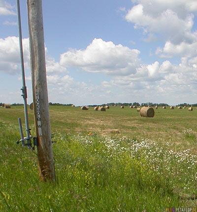 Field-bales-of-straw-Feld-Strohballen-Stockholm-Saskatchewan-Canada-Kanada-DSCN8784.jpg