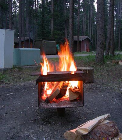 Fire-Grill-Feuer-Lagerfeuer-Campsite-Lake-Louise-Campground-Campingplatz-Banff-National-Park-Rocky-Mountains-Alberta-Canada-Kanada-DSCN9375.jpg