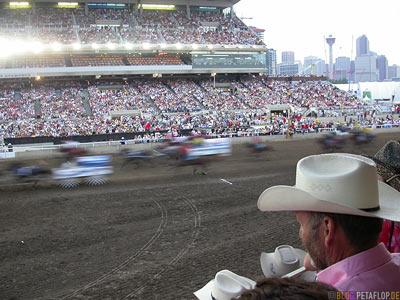 Grand-Stand-Chuckwagon-Race-Calgary-Stampede-2007-Alberta-Canada-Kanada-DSCN9146.jpg