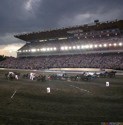 Grand-Stand-Chuckwagon-Race-Calgary-Stampede-2007-Alberta-Canada-Kanada-DSCN9175.jpg
