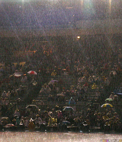 Heavy-Rain-starker-Regen-Platzregen-Grand-Stand-Chuckwagon-Race-Calgary-Stampede-2007-Alberta-Canada-Kanada-DSCN9193.jpg