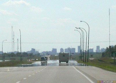 heat-haze-Hitzeflimmern-Hitzespiegelungen-auf der Strasse-heat-mirror-street-Driving-into-Regina-Saskatchewan-Canada-Kanada-DSCN8801.jpg