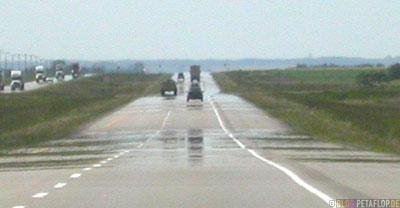 heat-haze-Hitzeflimmern-Hitzespiegelungen-auf der Strasse-heat-mirror-street-Driving-into-Regine-Saskatchewan-Canada-Kanada-DSCN8801.jpg