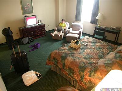 Hotelzimmer-hotel-room-Marlborough-Hotel-331-Smith-Street-Winnipeg-Manitoba-Canada-Kanada-DSCN8387.jpg