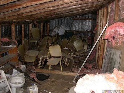 Interior-Chairs-Schuppen-Stuehle-Rotten-Motel-verfallenes-near-Wawa-Trans-Canada-Highway-Ontario-Canada-Kanada-DSCN8103.jpg