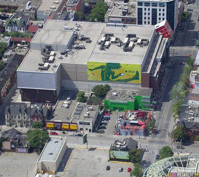 iTunes-iPod-Commercial-Billboard-Hoarding-Vogelperspektive-birds-eye-view-from-CN-Tower-Blick-vom-Toronto-Ontario-Canada-Kanada-DSCN7718.jpg