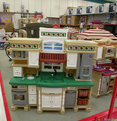Moose-Jaw-Super-Market-Childrens-Kitchen-Toy-Kueche-fuer-Kinder-Spielzeugkueche-Supermarkt-Sears-Saskatchewan-Canada-Kanada-DSCN8844.jpg