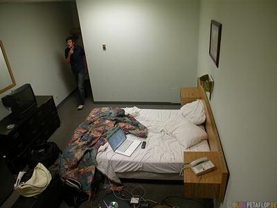 Motel-Hotel-Room-Hotelzimmer-Super-8-Motel-West-Edmonton-Alberta-Canada-Kanada-DSCN9919.jpg