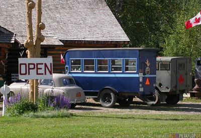 Old-Bus-alter-Oldtimer-Heritage-Museum-Fort-Nelson-Alaska-Highway-British-Columbia-Canada-Kanada-DSCN0042.jpg