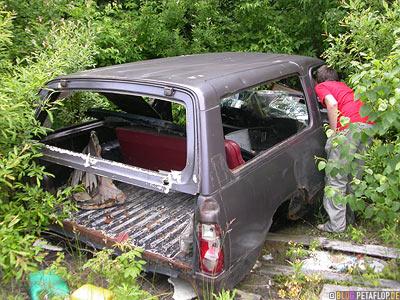 Old-Car-altes-kaputtes-Auto-Rotten-Motel-verfallenes-near-Wawa-Trans-Canada-Highway-Ontario-Canada-Kanada-DSCN8108.jpg