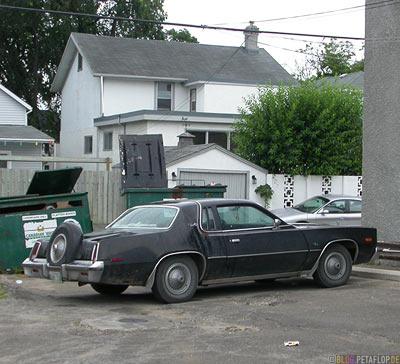 old-car-Winnipeg-Manitoba-Canada-Kanada-DSCN8401.jpg
