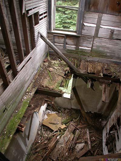 Old-rotten-house-wood-wooden-altes-verfallenes-Holzhaus-Echo-Bay-Ontario-Canada-Kanada-DSCN7963.jpg