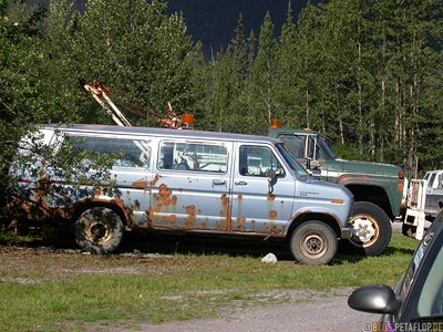 Old-Van-Muncho-Lake-Alaska-Highway-BC-British-Columbia-Canada-Kanada-DSCN0265.jpg