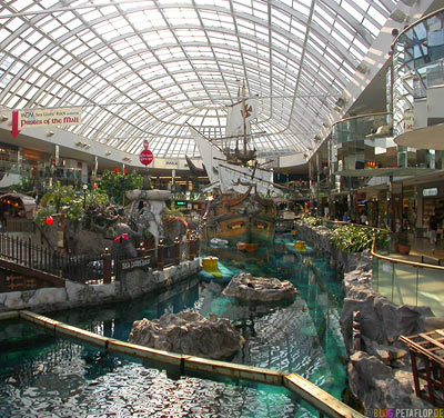 Pirate-Ship-Piratenschiff-West-Edmonton-Mall-Alberta-Canada-Kanada-DSCN9889.jpg