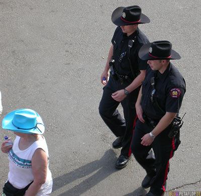 Policemen-Polizisten-Calgary-Stampede-2007-Alberta-Canada-Kanada-DSCN9048.jpg
