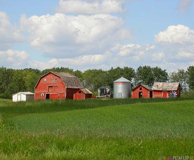 Red-Barn-Rote-Scheune-Bauernhof-Ranch-Farm-Silo-near-Whitewood-Saskatchewan-Canada-Kanada-DSCN8779.jpg