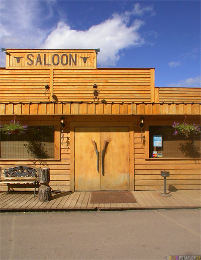 Saloon-Door-Guns-Gewehre-Tuer-Westend-RV-Park-Campground-Campingplatz-Alaska-Highway-Fort-Nelson-British-Columbia-Canada-Kanada-DSCN0038.jpg