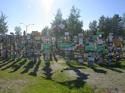 Signpost-Forest-Schilderwald-Alaska-Highway-Watson-Lake-Yukon-Canada-Kanada-DSCN0355.jpg