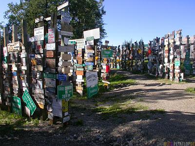 Signpost-Forest-Schilderwald-Alaska-Highway-Watson-Lake-Yukon-Canada-Kanada-DSCN0356.jpg