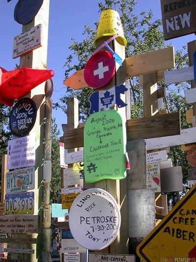 Signpost-Forest-Schilderwald-Alaska-Highway-Watson-Lake-Yukon-Canada-Kanada-DSCN0369.jpg