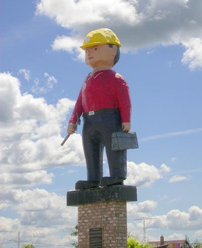 stadtpatron-patron-saint-mascot-worker-Arbeiter-Playmobil-Maennchen-Maskottchen-Esterhazy-Saskatchewan-Canada-Kanada-DSCN8770.jpg