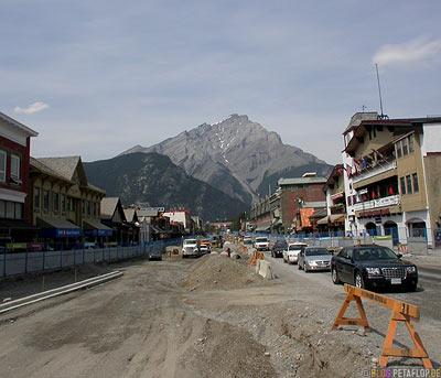 Street-roadworks-Strassenbaustelle-Banff-National-Park-Rocky-Mountains-Alberta-Canada-Kanada-DSCN9257.jpg