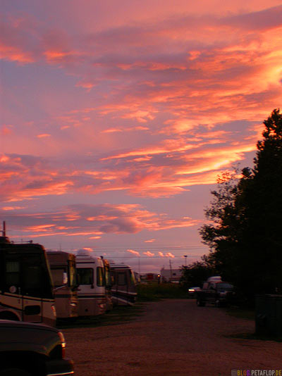 Sunset-Sonnenuntergang-Abendhimmel-RVs-Northern-Lights-RV-Park-Campground-Campingplatz-Dawson-Creek-British-Columbia-Canada-Kanada-DSCN9989.jpg