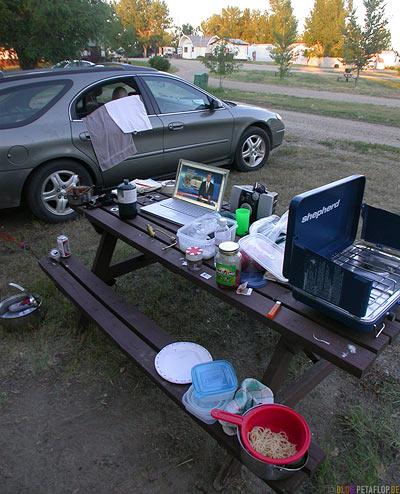 Tagesschau-MacBook-Pro-Ford-Taurus-Station-Wagon-Kombi-Gaskocher-Nudeln-Spaghetti-Ponderosa-Camping-Campground-Campingplatz-Swift-Current-Saskatchewan-Canada-Kanada-DSCN8878.jpg