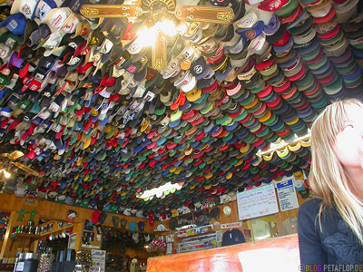 Toad-River-Lodge-Baseball-Caps-Trucker-Muetzen-Northern-Rocky-Mountains-Alaska-Highway-British-Columbia-Canada-Kanada-DSCN0175.jpg