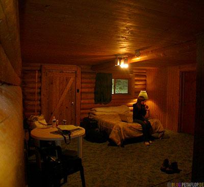 Twin-Peaks-Lodge-Cabin-Muncho-Lake-Northern-Rocky-Mountains-Alaska-Highway-British-Columbia-Canada-Kanada-DSCN0258.jpg