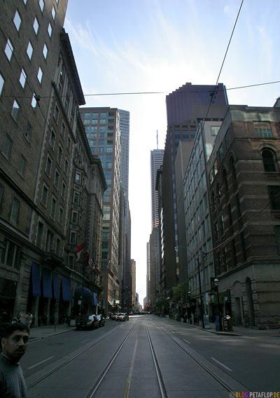 Urban-Canyon-Strassenschlucht-Toronto-Ontario-Canada-Kanada-DSCN7802.jpg