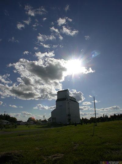 wheat-Silo-Weizensilo-Getreidesilo-Russell-Manitoba-Canada-Kanada-DSCN8661.jpg