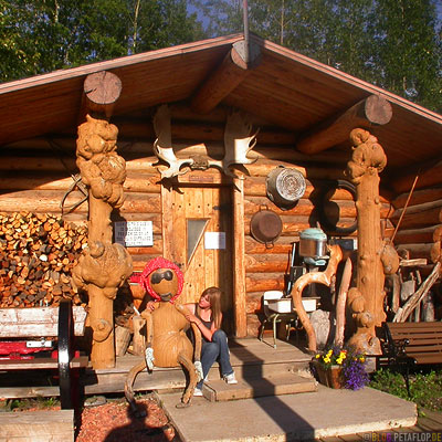 Wooden-House-Lodge-Heritage-Museum-Fort-Nelson-Alaska-Highway-British-Columbia-Canada-Kanada-DSCN0015.jpg