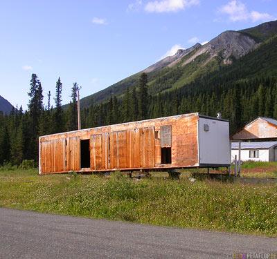 abandoned-trailer-verlassener-Wohnconatiner-Ghost-town-Geisterstadt-Cassiar-British-Columbia-BC-Canada-Kanada-DSCN2375.jpg