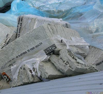 Asbestos-fibres-Asbest-Fasern-Ghost-town-Geisterstadt-Cassiar-British-Columbia-BC-Canada-Kanada-DSCN2369.jpg