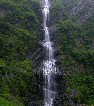 Bridal-Veil-Falls-Keystone-Canyon-Glenn-Highway-Alaska-USA-DSCN1529.jpg